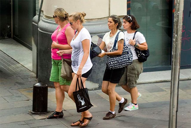 How to Avoid Pickpockets in Europe — Tips for Outsmarting ...