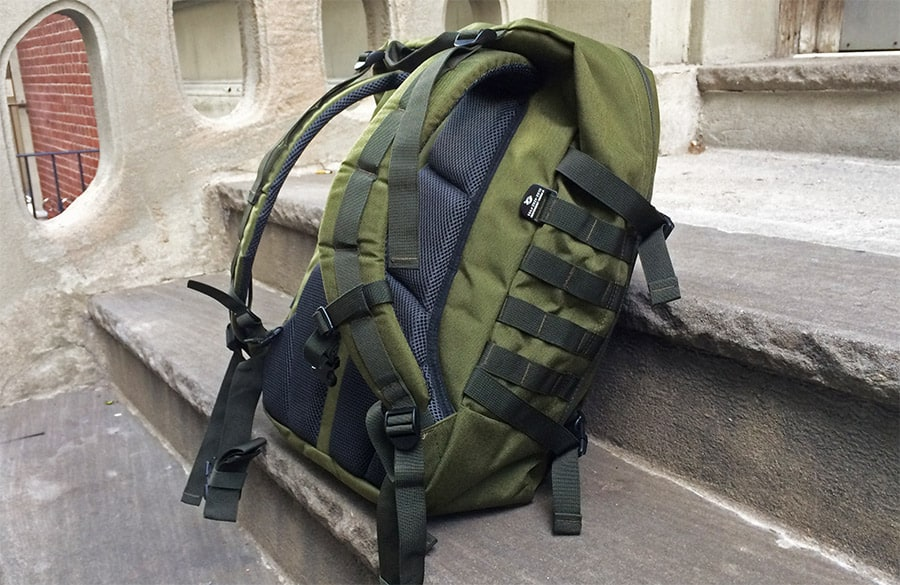 cabinzero-backpack-review-sidestraps