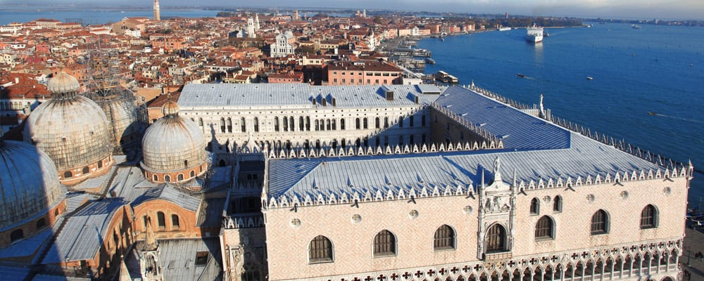 Venice-with-Doges-palace-in-Italy
