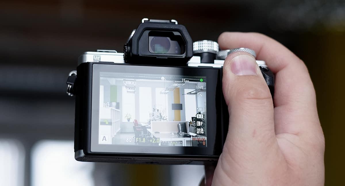 Best Travel Camera - Mirrorless