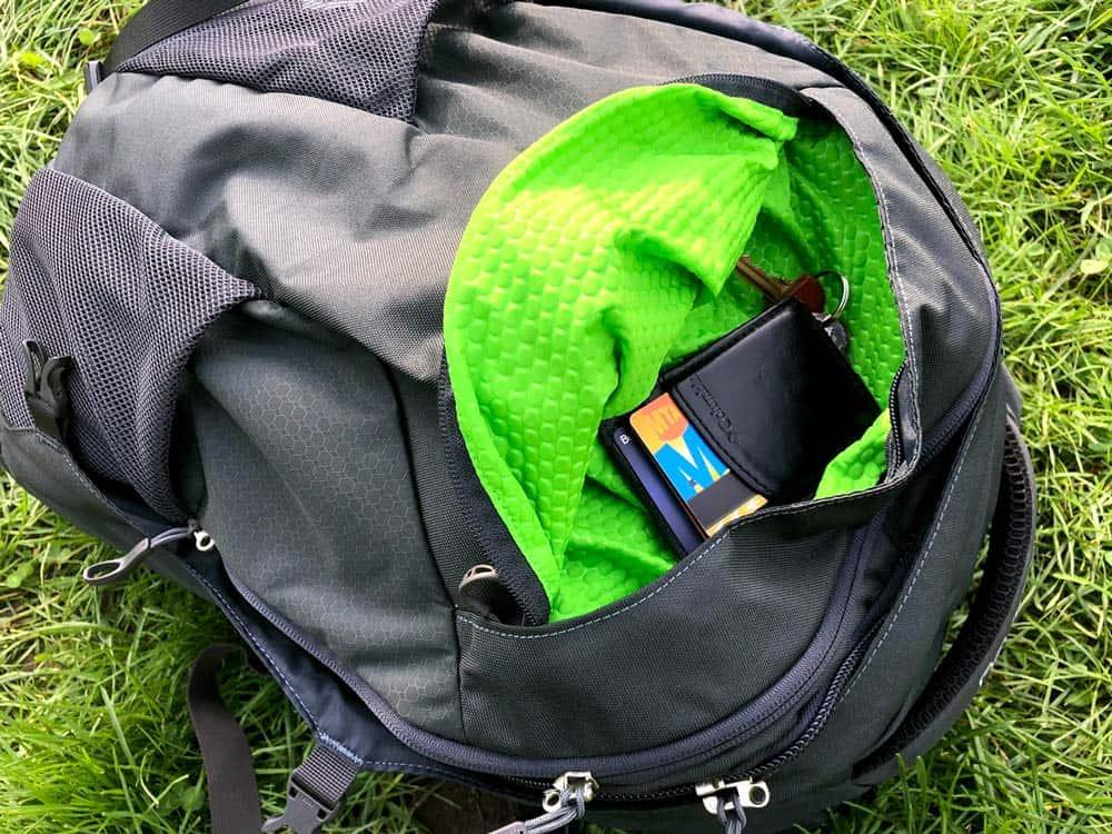 Stash Pocket | Osprey Farpoint 40 Review