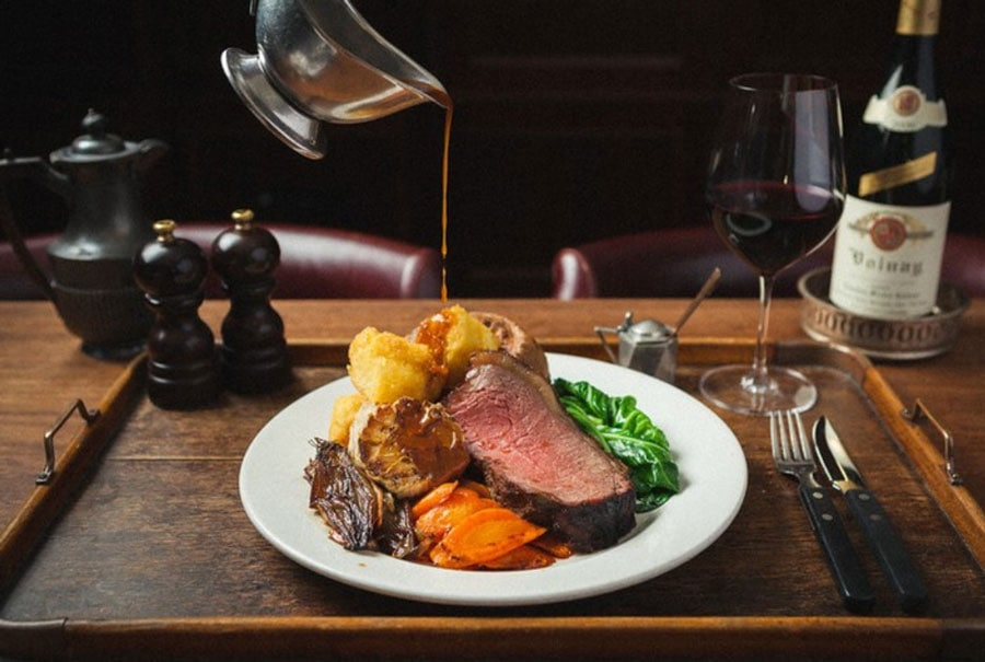 This image has an empty alt attribute; its file name is london-travel-sunday-roast-best.jpg