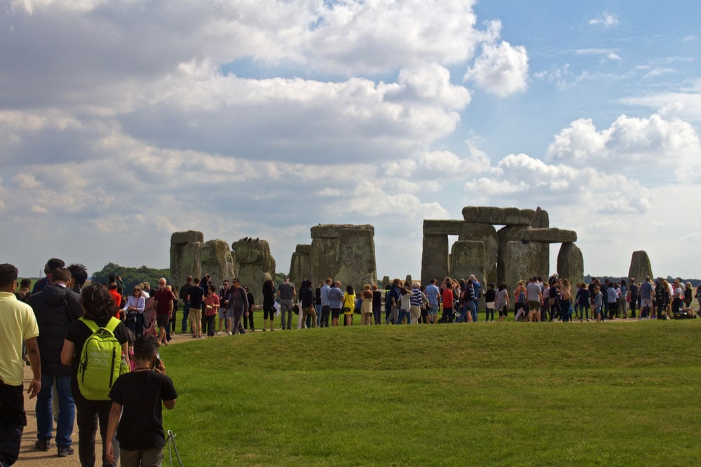 This image has an empty alt attribute; its file name is london-travel-guide-best-day-trips-stonehenge.jpg